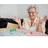 Seniorin, Pensionierung, Gewinnen, Begeisterung