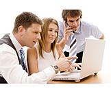 Business, Teamarbeit, Besprechung & Unterhaltung, Geschäftsleute
