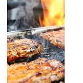 Genuss & Konsum, Grillen, Steak, Saftig