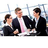 Büro & Office, Teamarbeit, Geschäftsmann, Geschäftsfrau