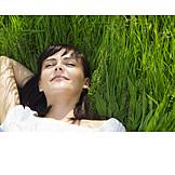 Junge Frau, Frau, Sorglos & Entspannt, Sonnen