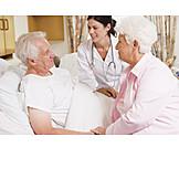 Pflege & Fürsorge, Krankenhaus, Patient, ärztin
