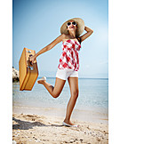 Junge Frau, Frau, Sorglos & Entspannt, Reise & Urlaub, Sommer, Lebensfreude, Verreisen, Strandurlaub, Sommerurlaub