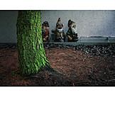 Tree trunk, House wall, Garden gnome