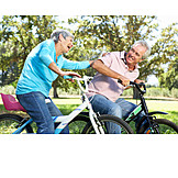 Spaß & Vergnügen, Aktiver Senior, Radfahren, Albern