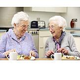 Seniorin, Seniorenheim, Altersvorsorge, Senioren-wg