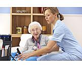 Krank, Altenpflegerin, Altersheim, Pflegebedürftig, Hausbesuch, Wohnheim