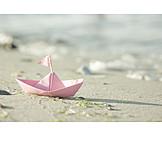 Strand, Sommer, Papierschiffchen