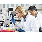 Wissenschaft, Mikroskopieren, Labor, Laborantin, Wissenschaftlerin