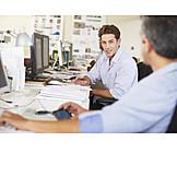 Büro & Office, Arbeitsplatz, Kollegen, Büroangestellter