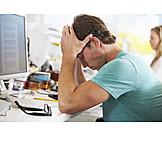Junger Mann, Arbeit & Beruf, Stress & Belastung, Burnout