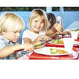 Kind, Gesunde Ernährung, Kindergarten, Schulverpflegung