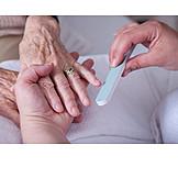 Maniküre, Altenpflege