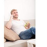 Junger Mann, Essen & Trinken, Häusliches Leben, Telefonieren