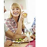 Junge Frau, Essen & Trinken, Essen