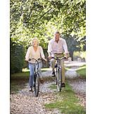Aktiver Senior, Radfahren, Seniorenpaar