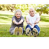 Dehnen, Aufwärmen, Seniorenpaar