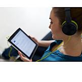 Frau, Freizeit & Entertainment, Musik Hören, Tablet-pc