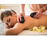 Frau, Massage, Warmsteinmassage