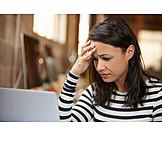 Junge Frau, Arbeitsplatz, Stress & Belastung