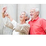 Lachen, Seniorenpaar, Selfie