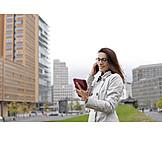 Geschäftsfrau, Mobile Kommunikation, Städtisches Leben