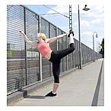 Junge Frau, Frau, Sport & Fitness, Gymnastik, Dehnen, Joggerin