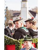 Customs, Women, Traditional clothing, Leonhardi ride