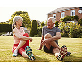 Aktiver Senior, Aufwärmen, Stretching, Seniorenpaar