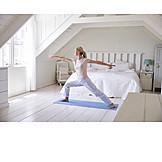 Dehnen, Yogaübung, Morgengymnastik, Kriegerin