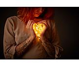 Frau, Liebe, Herz, Valentinstag, Geborgenheit
