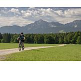 Mountainbike, Fahrradtour, Aktive Seniorin