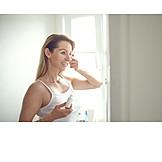 Schönheitspflege, Gesichtspflege, Augencreme
