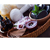 Kräuterstempelmassage, Aromatherapie, Warmsteinmassage