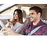 Frau, Autofahrt, Navigieren