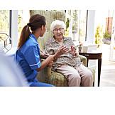 Seniorin, Kommunikation, Altenpflegerin