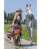 Pferd, Reiterin, Westernsattel, Wanderreiten