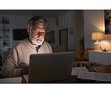 Mann, Zuhause, Laptop, Online
