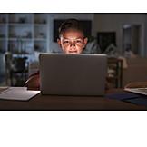 Junge, Laptop, Online