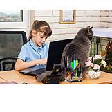 Mädchen, Tippen, Laptop, Schreibtisch