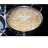 Cooking, Spaetzle