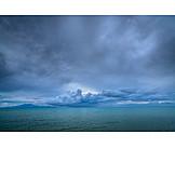 Meer, Gewitterwolken