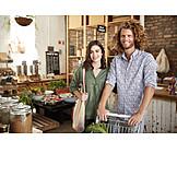 Paar, Einkaufen, Umweltbewusst