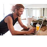 Mann, Tippen, Laptop