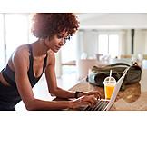 Tippen, Laptop, Bloggerin