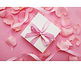 Geschenk, Valentinstag, Rosenblüten