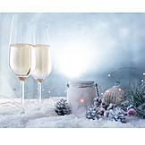 Weihnachtszeit, Weihnachtsdekoration, Sektgläser