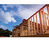 Hausbau, Holzbalken, Holzkonstruktion