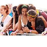 Mobile Kommunikation, Sms, Festivalbesucherin