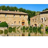 House, Bagno Vignoni